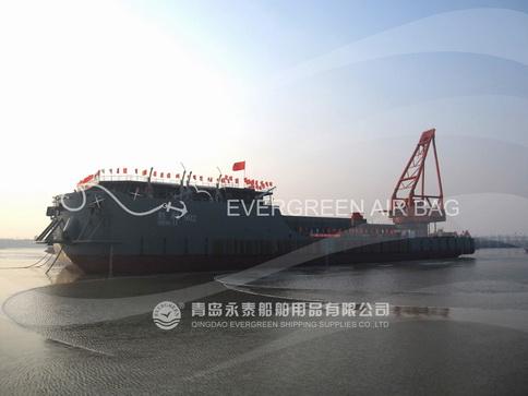 中国石化最大铺管船胜利902成功下水